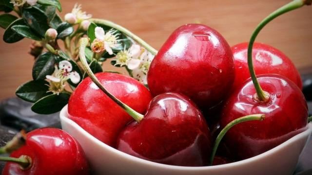 Описание ягод десертной вишни Морозовой